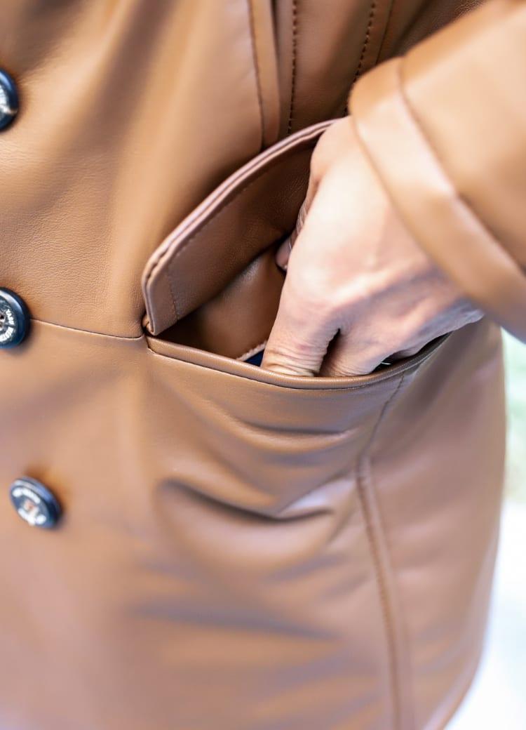 ポケットの裏地は裏起毛で暖かく