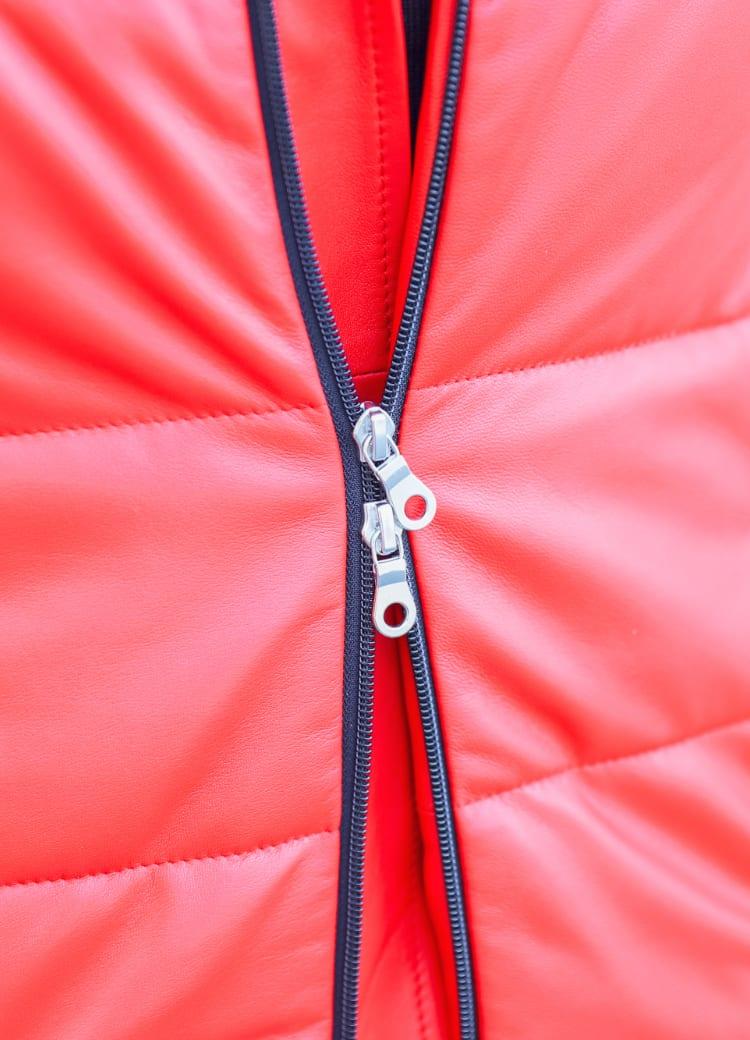 ダブルファスナーで様々な着こなしに対応可能