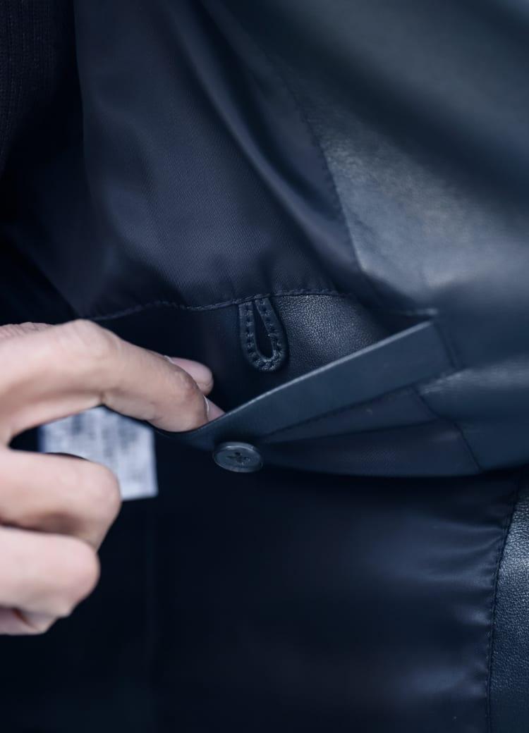 裏地はキュプラ100%。内ポケットは裏起毛で自由にカスタマイズ